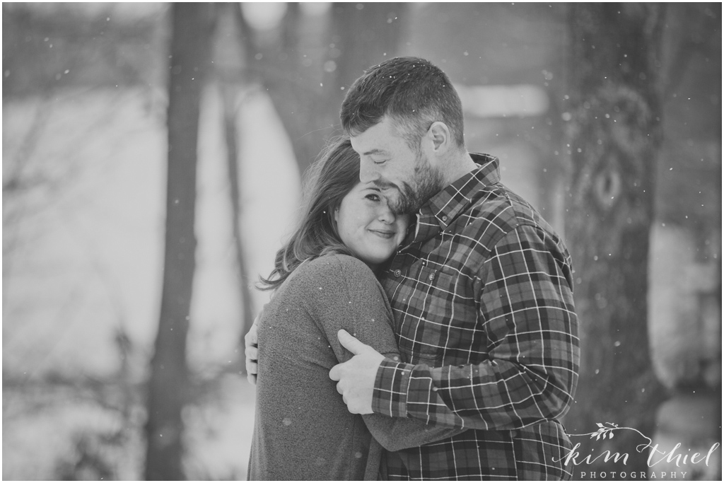 03-Kim-Thiel-Photography-Snowy-Engagement