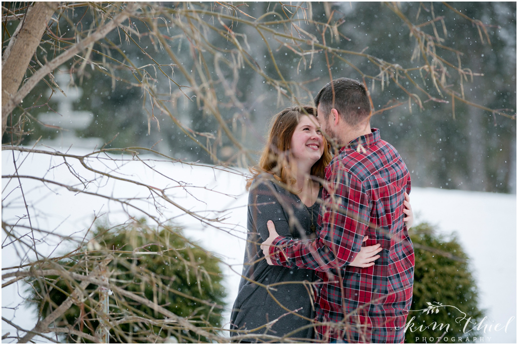05-Kim-Thiel-Photography-Snowy-Engagement